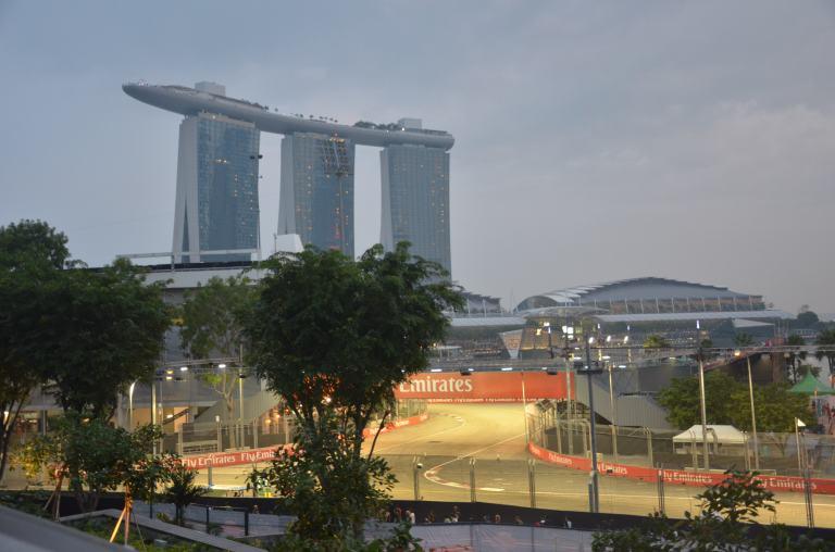 Formel 1 Strecke vor Marina Bay Sands